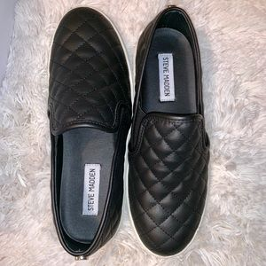 Steve Madden slip-on quilted shoes
